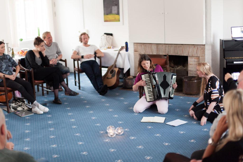 Nordisk sangskriveruke på Bornholm med låtskrivere fra hele Norden. Foto: Rikke Kolding