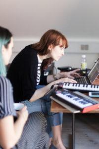 Aggie Peterson på den nordiske låtskrivercampen i Bornholm. Foto: Rikke Kolding